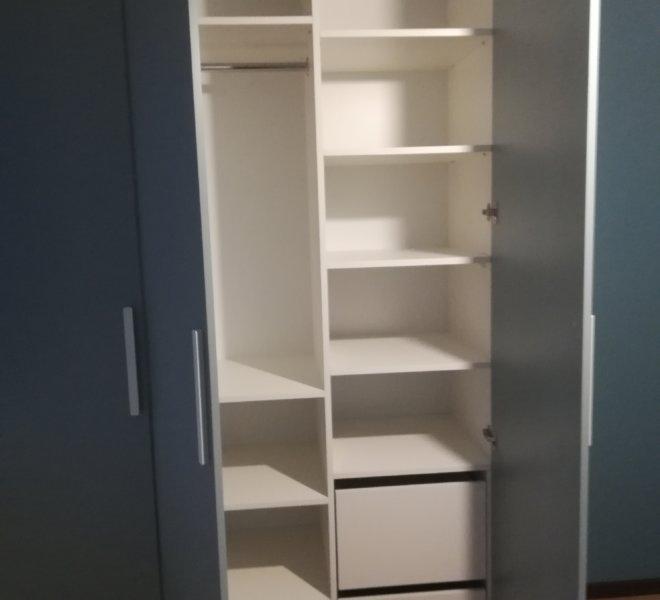 Szafa klasyczna szare drzwi 1