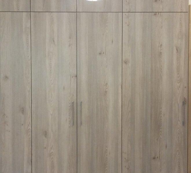 Szafa klasyczna otwierana wielodrzwiowa