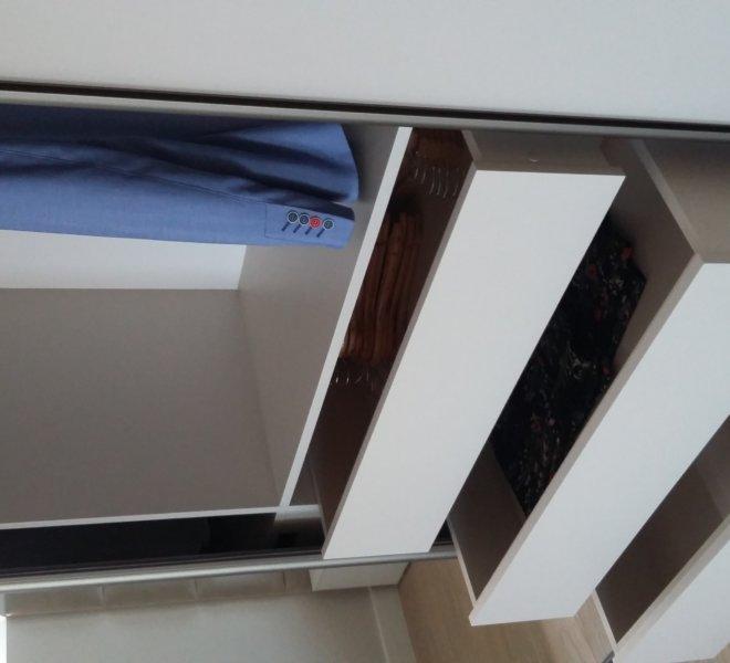 Szafa na poddaszu szuflady