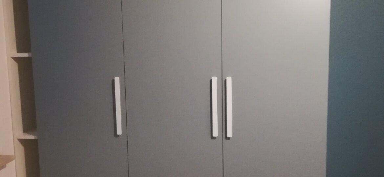 Szafa klasyczna szare drzwi 3